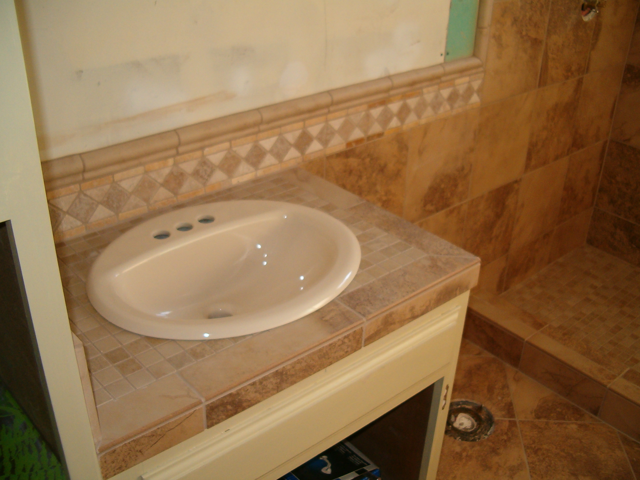 there are three types of sinks that are used for tile the one we